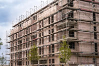 Rohbau eines Mehrfamilienhauses