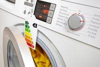 Moderne Waschmaschine mit Ökolabel