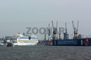 Das Kreuzfahrtschiff AIDAluna im Hamburger Hafen