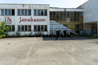 Zerstörte Keramikfabrik aus dem Bosnienkrieg, Bosnien