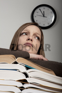jungen Studentin im Zeitdruck