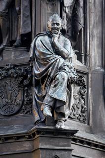 Ernst Moritz Arndt Figur auf dem Rubenowdenkmal vor der Universität Greifswald