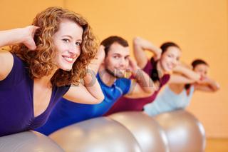 Gruppe beim Fitnesstraining