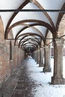 Arcadengang am historischen Rathaus in Lübeck