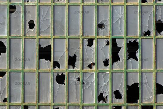 Fabrikfenster Kaufen foto zerstoertes fabrikfenster in portimao bild 2747073