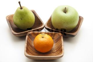 Birne und  Apfel mit Mandarine