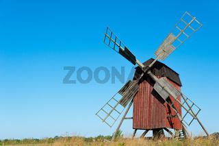 Alte Bockwindmühle auf Öland, Schweden