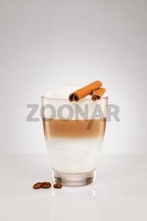 latte macchiato mit zimt