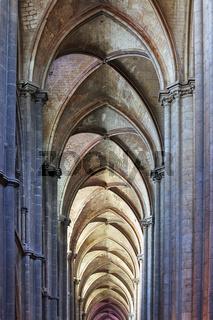Seitenschiffgewoelbe der Kathedrale von Bourges, Centre, France