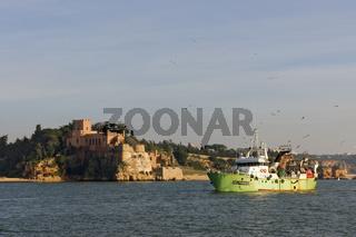 Castelo de S Joao Do Arade in Ferragudo und Fischerboot
