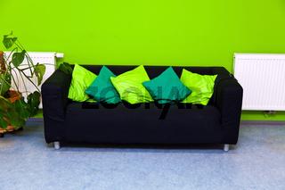 Couch in einem Wohnzimmer