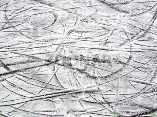 Schlittschuhspuren / traces of ice skates