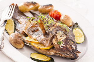 Fish roasted with vegetables