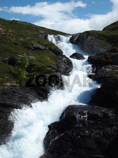 Wasserfall am Rallarvegen, Norwegen