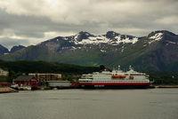 Hurtigrutenschiff Nordkapp in Örnes