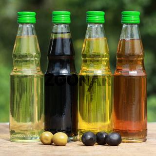 Verschiedene Sorten Speiseöl