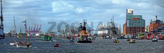 Panorama des Schiffsverkehrs im Hamburger Hafen