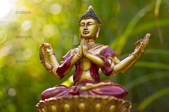 Buddha Meditation im Grünen