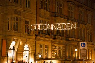 Die Hamburger Colonnaden bei Nacht