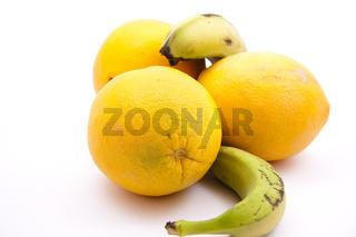 Frische Orangen und Banane