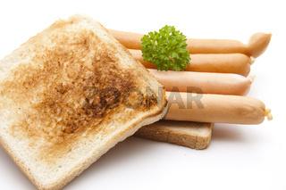 Knackwurst auf Toastbrot