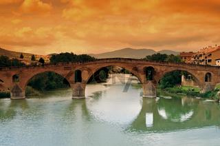 Mittelalterliche Brücke in Puente la Reina Spanien