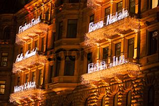 Weihnachtliche Gebäudebeleuchtung