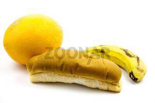 Orange und Banane mit Semmel