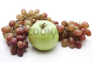Apfel und roteTrauben