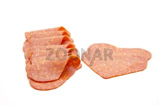 Puten salami gefaltet und in Herzform