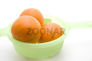 Orangen im Sieb