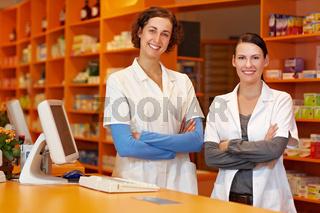 Zwei zufriedene Apothekerinnen