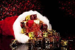 geschenke fallen aus nikolausmütze