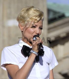 Ella Endlich, Sängerin
