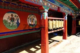 Gebetsmühlen im Kloster Drepung Lhasa Tibet China