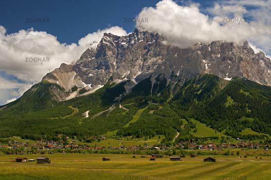 Wolkenstimmung an der Zugspitze im Ehrwalder Becken
