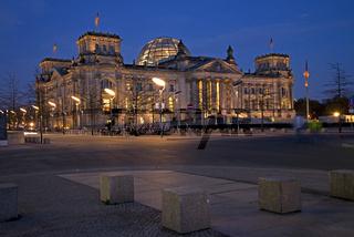 Berliner Reichstag bei Nacht