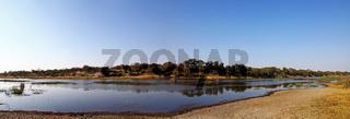 Landschaft im Makgadikgadi Pans National Park am Boteti, Botswana; landscape at Makgadikgadi Pans National Park, Botsuana