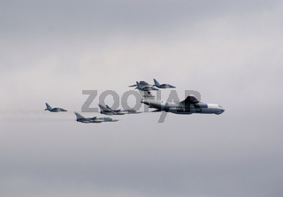 Il-78 flying tanker with fighters