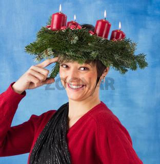 Lustige Frau im Advent