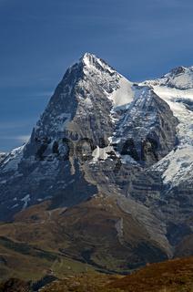 Der Eiger Gipfel mit der Eiger-Nordwand in den Berner Alpen