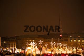 Weihnachtsmarkt Weisser Zauber in Hamburg bei Nacht