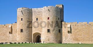 die Stadtmauer von Aigues-Mortes