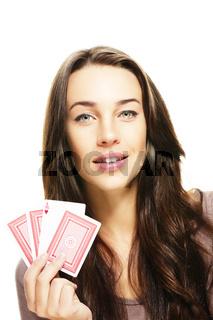brünette schöne frau mit poker karten