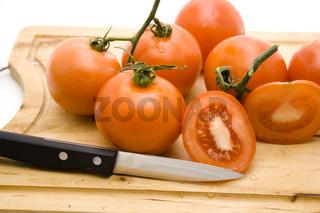 Tomaten mit Messer
