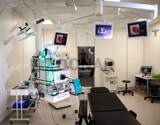 Hospital room with autofluorescence bronchoscopy equipment