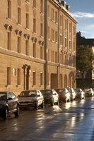 Parkende Autos nach einem Regenguss
