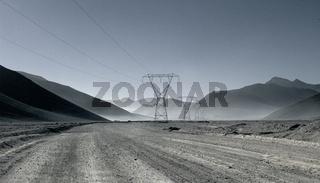 Überlandleitungen durch die Atacama Wüste