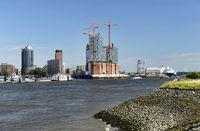 Elbphilharmonie und Hafen in Hamburg