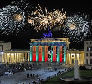 Brandenburger Tor am Pariser Platz, Silvesterfeuerwerk, Berlin, Deutschland, Europa, Composing